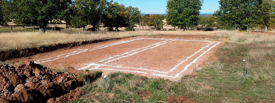 La cimentación marcada sobre el terreno para su próxima ejecución.