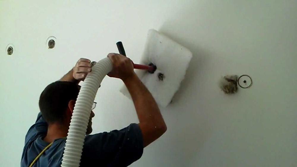 Inyección de aislamiento de fibra de celulosa.