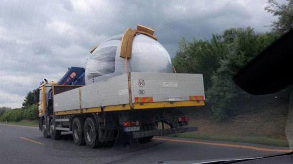 Transporte de una unidad de Ecocapsule en un camión.