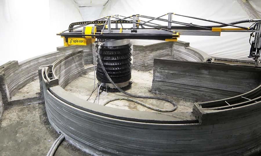 Impresión desde el interior con impresora tipo grúa torre, un tipo de impresora que también se puede colocar al exterior.
