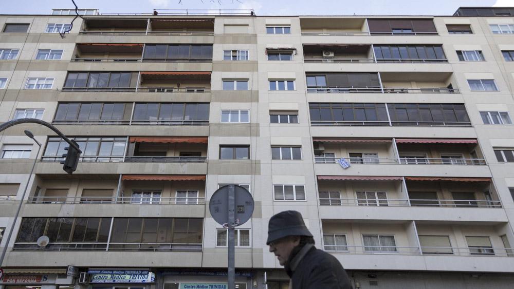 Múltiples terrazas cerradas en una calle de Salamanca. Fuente:   elpais.com