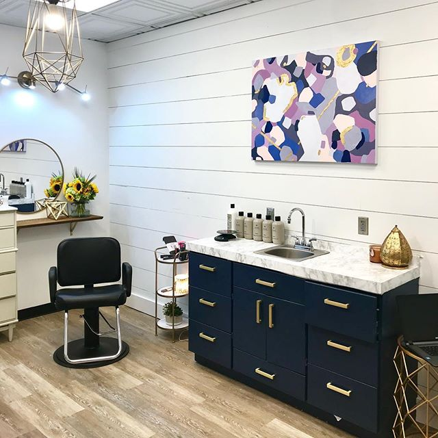There's nothing quite like seeing a painting come to life in a space. You can see it over at my sister's brand spankin' new salon, and get an amazing haircut while you're at it 💇🏼‍♀️🎨