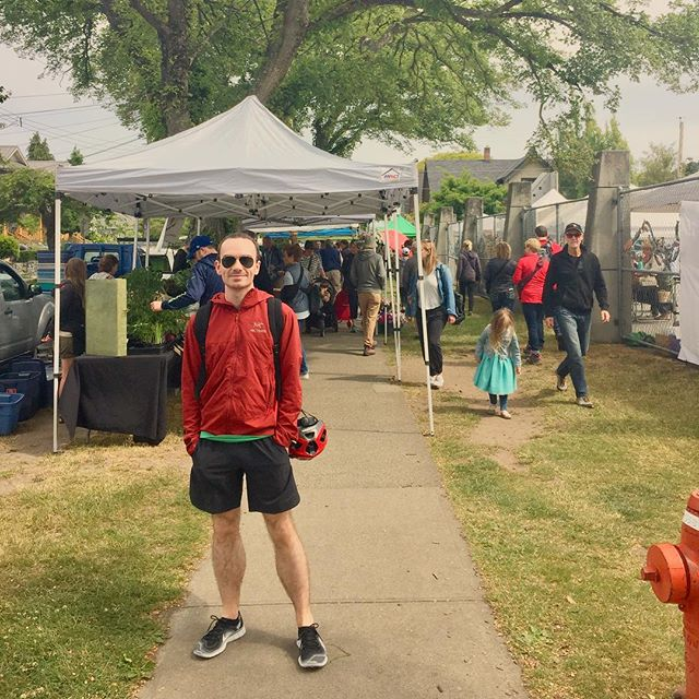 Stopping off at the farmers market with @biketoursvictoria 🚲 Head to the link in my bio for a run down of our adventures! Jacket @arcteryx  Shorts, shoes & tee @nike & 😎@rayban  #blogger #bikelife #explorevictoria