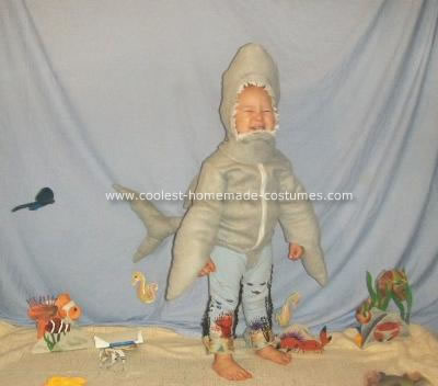 coolest-homemade-jaws-shark-costume-3-21309630.jpg