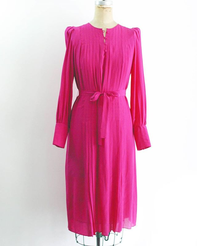"Absolutely stunning #80s does #20s #vintage fuchsia silk dress. Buttons at neck and cuffs, pleats, belt loops and matching belt. Slight drop waist if worn unbelted. Can't get over how flattering this one is. Total #DowntonAbbey elegance.  60 + shipping Size: 8 Bust: 42"" Sleeve length: 23.5"" Waist: 39"" (meant to be cinched with the tie belt) Hips: 46"" Length: 43"" Material: 100% silk Brand: Cassis Condition: Excellent  #Etsy #forsale #shopmycloset #closetshop #instashop #instasale #ThriftFix #JupeDuJour #shopsmall #ootd #vintageclothing #vintagestyle #vintage"
