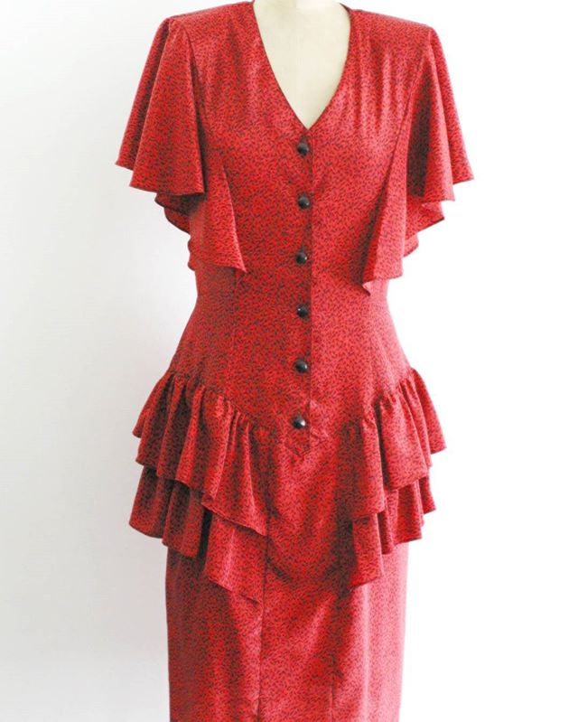 "Super funky and fun #vintage #80s dress. Red and black speckled design, with flutter sleeves, front button closure, and ruffles at the hips. Perfect for a #Valentines date night!  46 + shipping Size: 9 (medium) Bust: 37"" Waist: 28"" Hips: 38"" Length: 43"" Material: Polyester Brand: By Choice Condition: Excellent  Claim in comments and DM with email address and zip code!  #Etsy #forsale #shopmycloset #closetshop #instashop #instasale #ThriftFix #JupeDuJour #shopsmall #ootd #vintageclothing #vintagestyle #shopping"