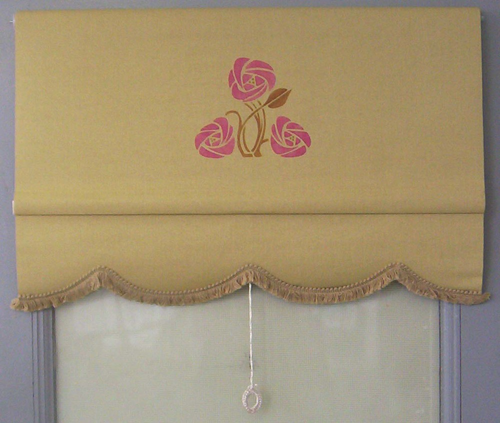 Here's a closer picture of a scalloped edge with fringe to match. the shade is antique gold classic cotton with a Rose Medallion stencil.