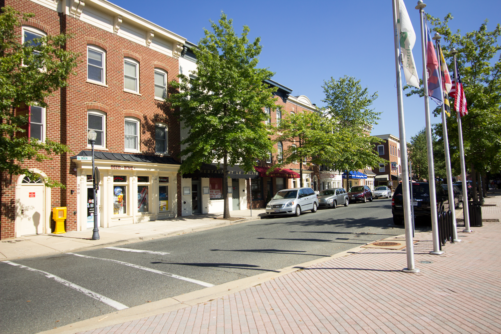 Main Street in Kentlands. The row of commercial townhomes on the left were built by Parkwood.