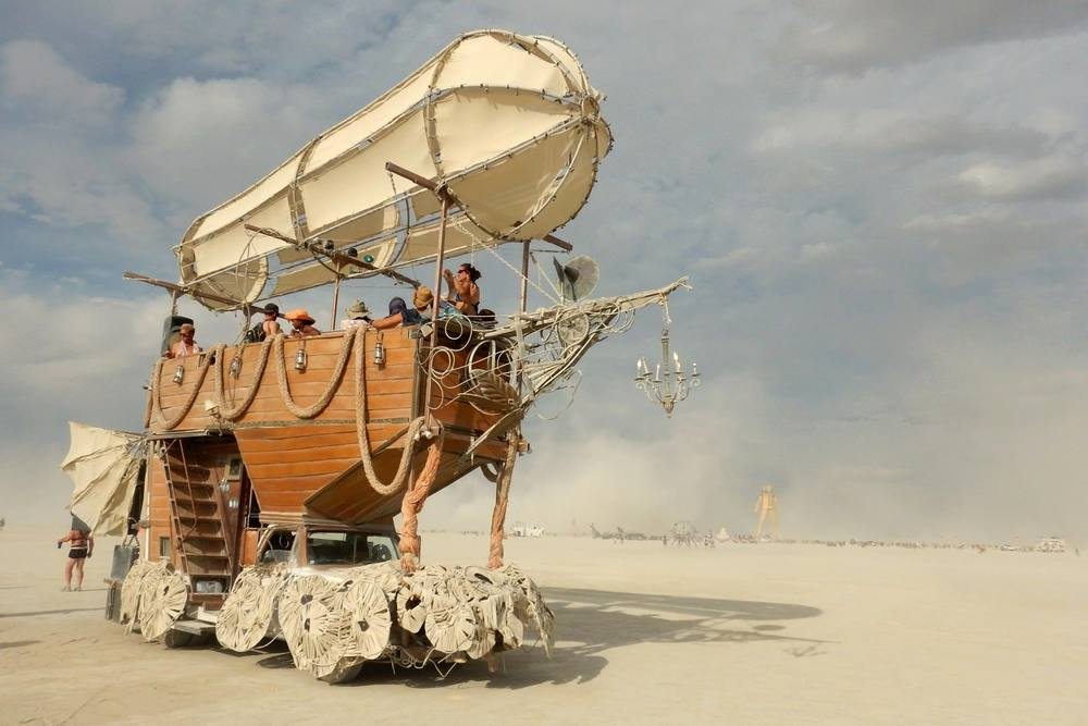 Airpusher_Art_Car_at_Burning_Man.jpg