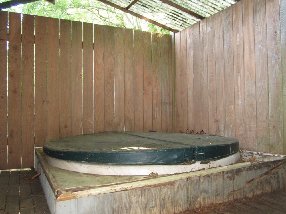 561-876035 - Rear hot tub.JPG