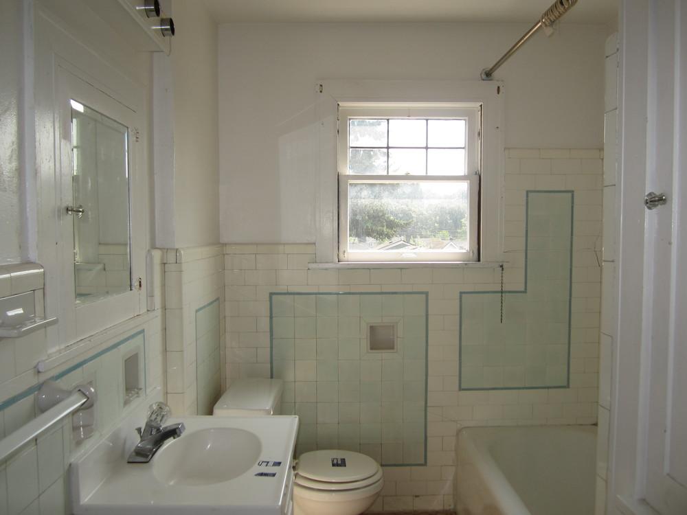 561-869535 - Bath 1.JPG