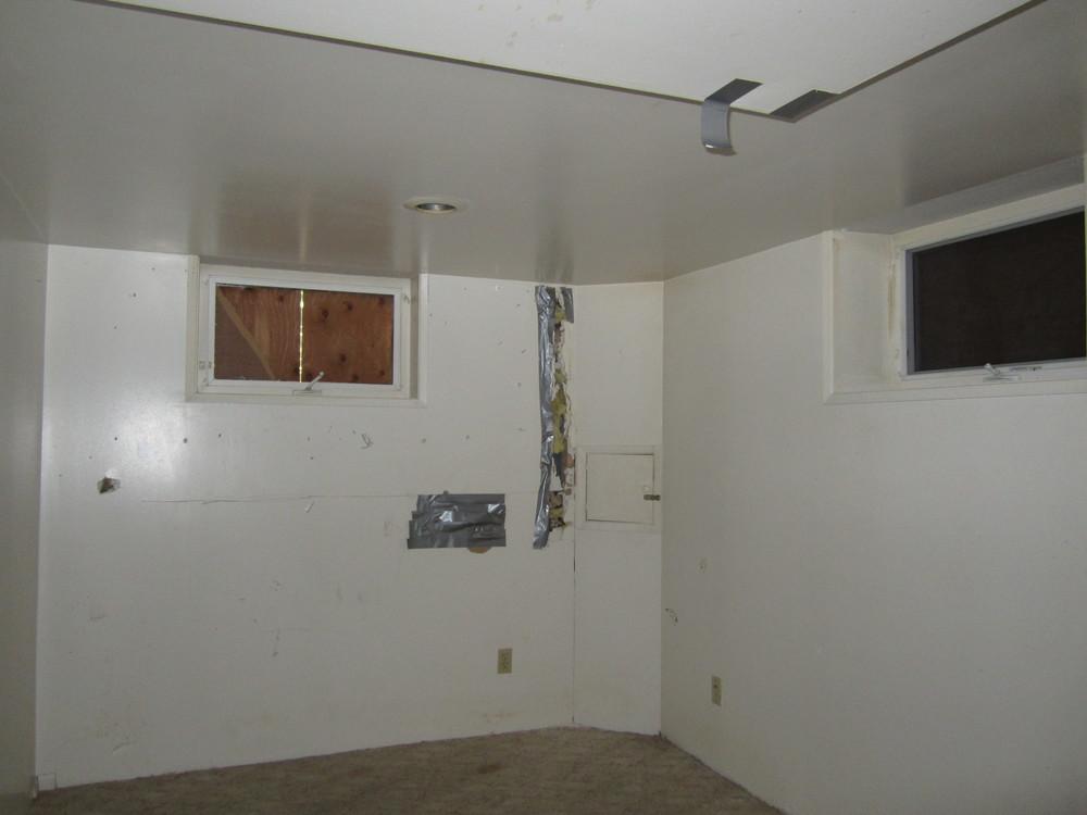 561-869535 - Dining basement.JPG