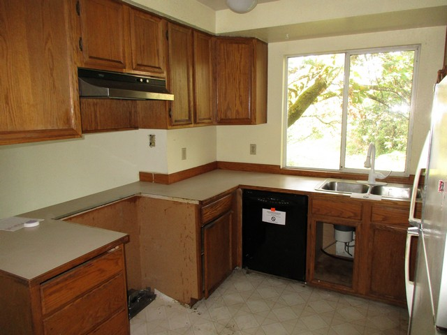 7015 kitchen2best.jpg