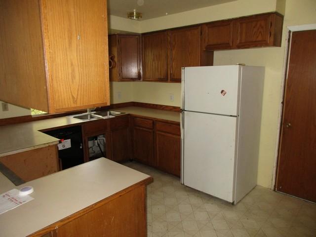 7015 kitchenfull.jpg