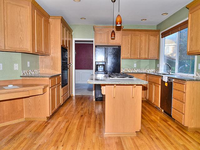 27806 kitchen2.jpg
