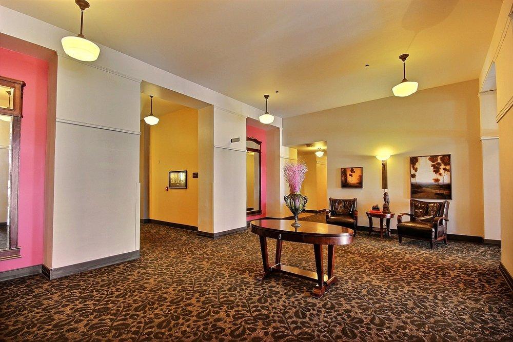 13-lobby.jpg