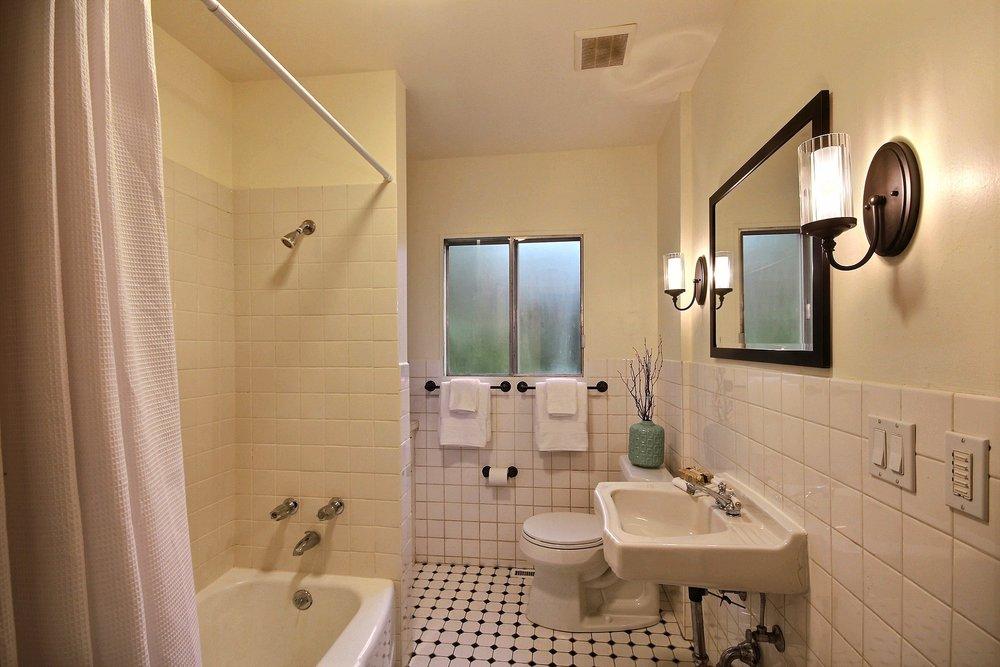 07-main bath best.jpg