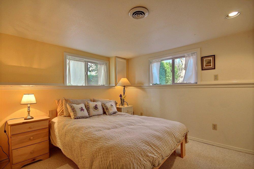 09-lower bed.jpg