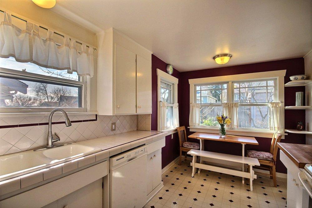 10-kitchen 2.jpg