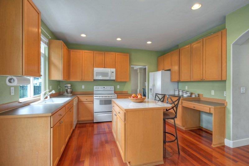 03-kitchen 3919.jpg