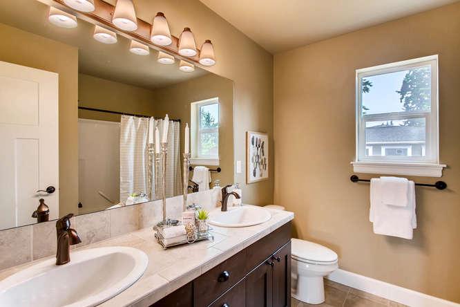 23419 84th Ave W Edmonds WA-small-021-9-2nd Floor Bathroom-666x444-72dpi.jpg