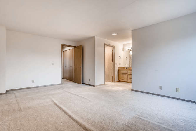 8001 NE 150th St Kenmore WA-small-023-15-2nd Floor Bedroom-666x445-72dpi.jpg