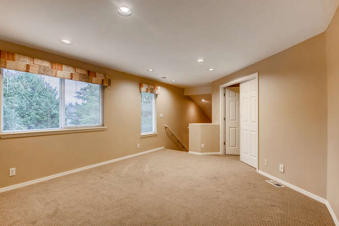 4801 NE 18th Pl Renton WA-small-024-25-2nd Floor Landing-666x444-72dpi.jpg