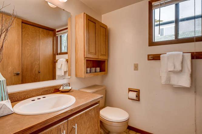 8517 Burke Ave N Seattle WA-small-024-13-Bathroom-666x445-72dpi.jpg