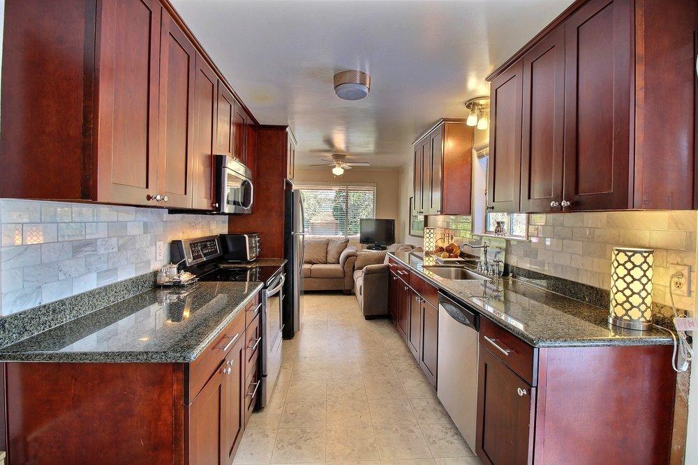 04-kitchen2601.jpg