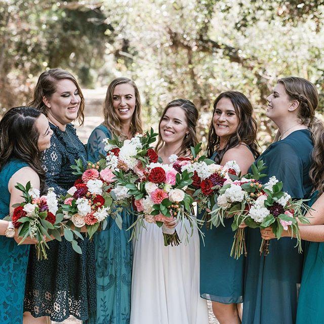 Surround yourself  Photography: @create.ng • • • • • • • • • • •  #weddingflowers #florals #florist #socalweddings #wedding #ocflorist #laflorist #bridal #floraldesign #bride #floraldesigner #floralarrangement #weddingplanning #summerwedding #eventflowers #flowers #socalbrideblog #socalbride #wintewedding #engaged #engagement #socalbrideblog #theknot #weddingforward #junebugweddings #greenweddingshoes #bohowedding #bohobride