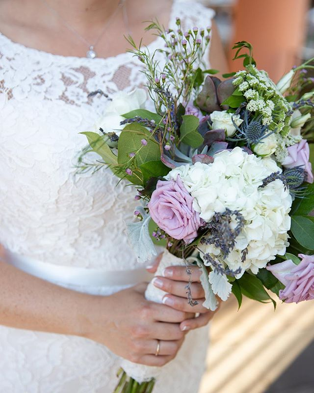 Little succulent peeking out  Photography: @mkl_images • • • • • • • • • • •  #weddingflowers #florals #florist #socalweddings #wedding #ocflorist #laflorist #bridal #floraldesign #bride #floraldesigner #floralarrangement #weddingplanning #summerwedding #eventflowers #flowers #socalbrideblog #socalbride #wintewedding #engaged #engagement #socalbrideblog #theknot #weddingforward #junebugweddings #greenweddingshoes #bohowedding #bohobride #mayeshoc