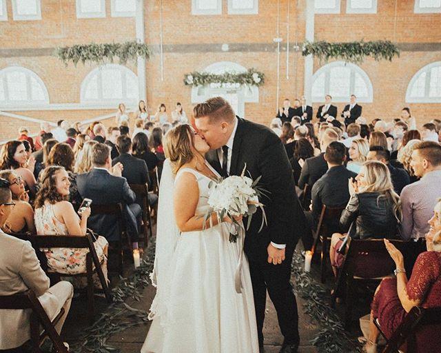 Happy Monday Everyone! 🌟 • • • • • • • • • • •  #weddingflowers #florals #florist #socalweddings #wedding #ocflorist #laflorist #bridal #floraldesign #bride #floraldesigner #floralarrangement #weddingplanning #summerwedding #eventflowers #flowers #socalbrideblog #socalbride #wintewedding #engaged #engagement #socalbrideblog #theknot #weddingforward #junebugweddings #greenweddingshoes #bohowedding #bohobride #mayeshoc