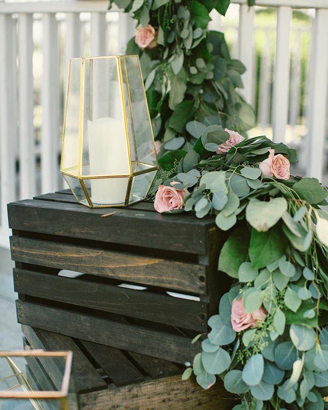 Details ✨ • • • • • • • • • • •  #weddingflowers #florals #florist #socalweddings #wedding #ocflorist #laflorist #bridal #floraldesign #bride #floraldesigner #floralarrangement #weddingplanning #summerwedding #eventflowers #flowers #socalbrideblog #socalbride #wintewedding #engaged #engagement #socalbrideblog #theknot #weddingforward #junebugweddings #greenweddingshoes #bohowedding #bohobride #mayeshoc