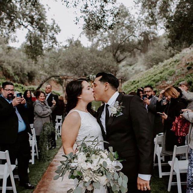 ❣️ Florals @mumsandlilies  Photography: @alyssaricolephoto • • • • • • • • • • •  #weddingflowers #florals #florist #socalweddings #wedding #ocflorist #laflorist #bridal #floraldesign #bride #floraldesigner #floralarrangement #weddingplanning #summerwedding #eventflowers #flowers #socalbrideblog #socalbride #wintewedding #engaged #engagement #socalbrideblog #theknot #weddingforward #junebugweddings #greenweddingshoes #bohowedding #bohobride #mayeshoc