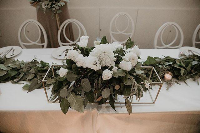 Center  Photography: @itsmelissarey • • • • • • • • • • •  #weddingflowers #florals #florist #socalweddings #wedding #ocflorist #laflorist #bridal #floraldesign #bride #floraldesigner #floralarrangement #weddingplanning #summerwedding #eventflowers #flowers #socalbrideblog #socalbride #wintewedding #engaged #engagement #socalbrideblog #theknot #weddingforward #junebugweddings #greenweddingshoes #bohowedding #bohobride #mayeshoc