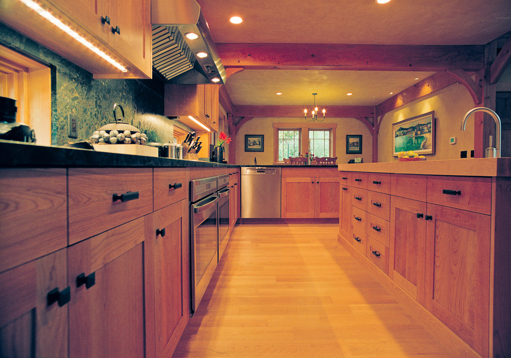 photoNWN0InteriorKitchenCabinetsCopyrightMHHMCreative2010.jpg