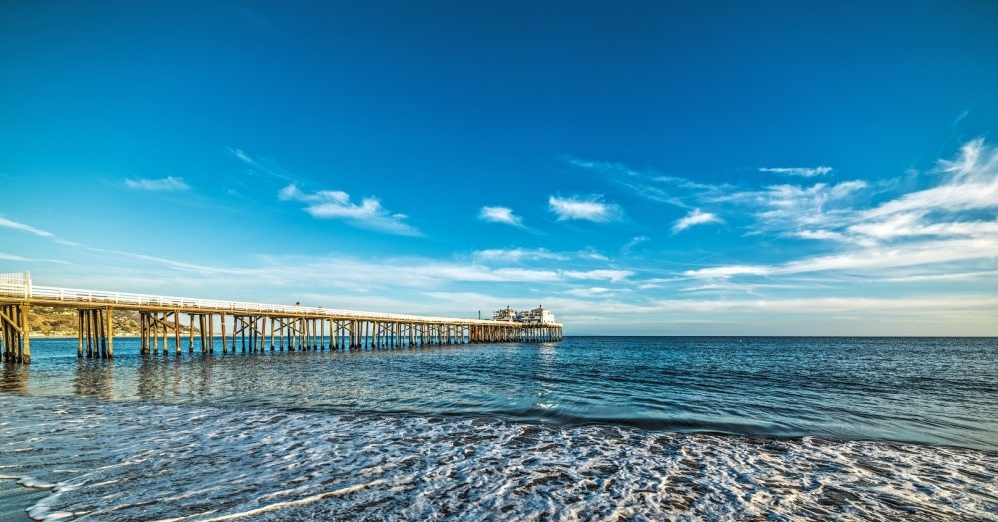 bigs-Malibu-Pier-from-north-before-sunset-blue-sky-beach-6-Large-1000x667.jpg