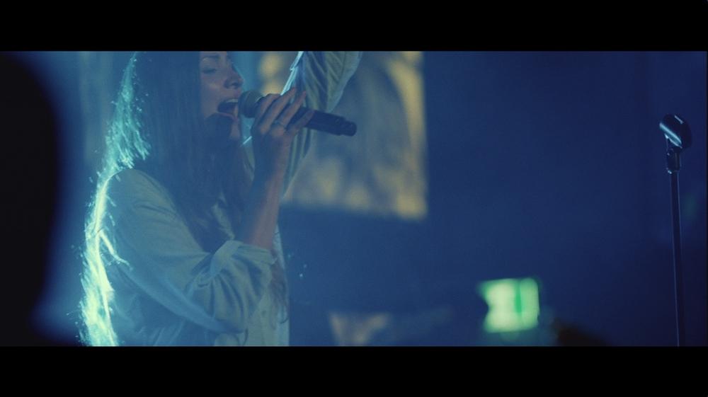 laura sing1.jpg