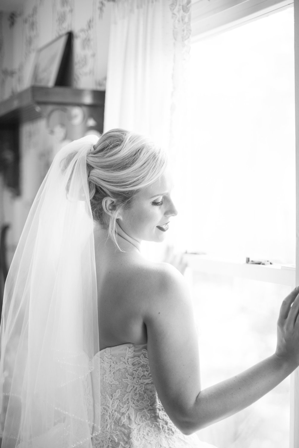 bride-wedding-dress-veil-first-look-planner-coordinator-photos.jpg