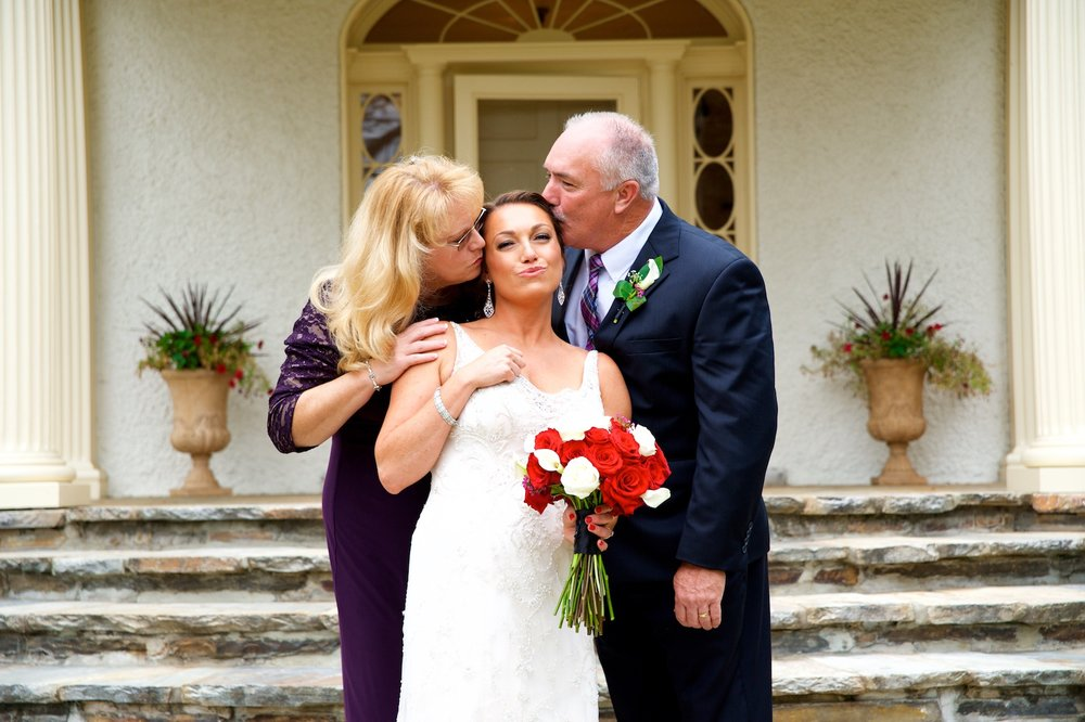 mom-dad-bride-bridal-portraits-bouquet-photos.jpg