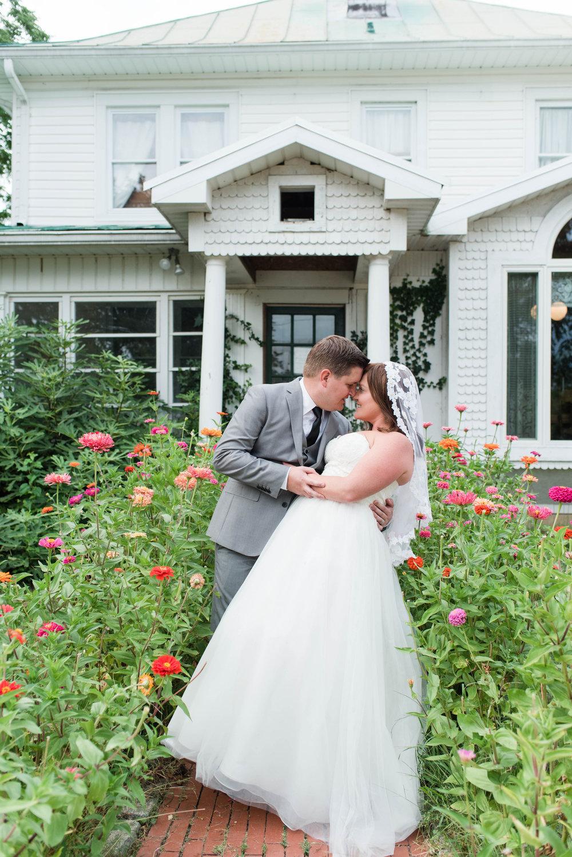 bride-groom-romance-dip-wedding-photos-photographer.jpg