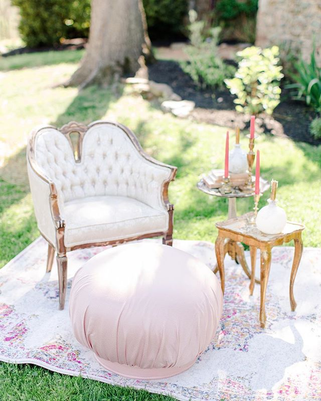 A fabulous lounge or a beautifully placed comfy chair is the perfect spot for guests to stop and lounge throughout the evening (between tearing up the dance floor of course) 💃💃💃⠀ ⠀ 📷: @bethannearthur  Rentals: @bellavillashop  Venue: @tranquilityfarmweddings