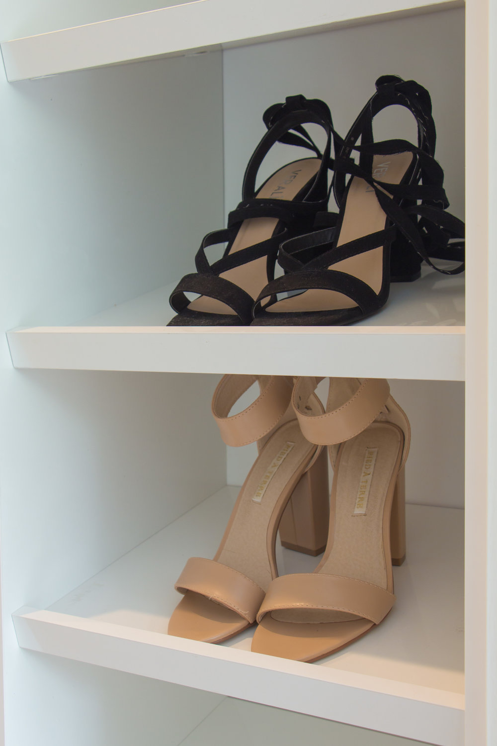 Angled shoe shelves