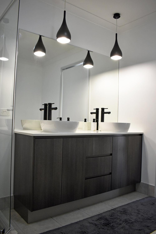 Ensuite Vanity with double basin.JPG