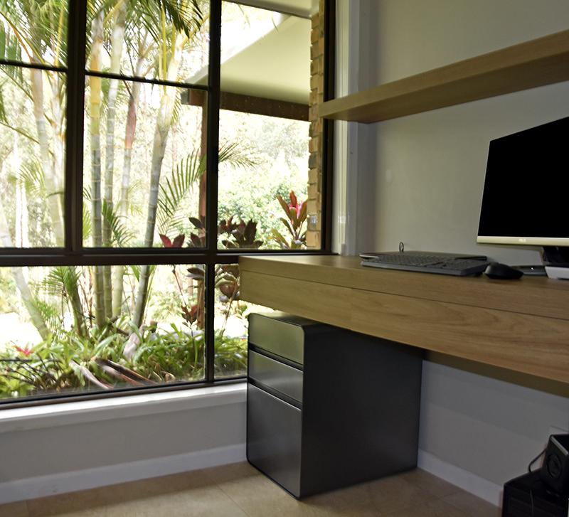 Desk with floating shelf Prime Oak and drawer.png