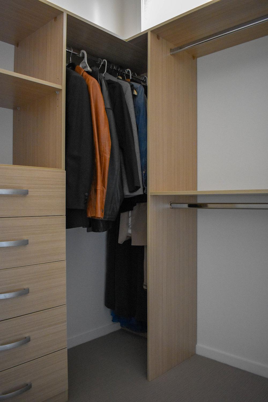Spare Room WIR_Flexipanel Timbergrain Matt-drawers and shelving.jpg