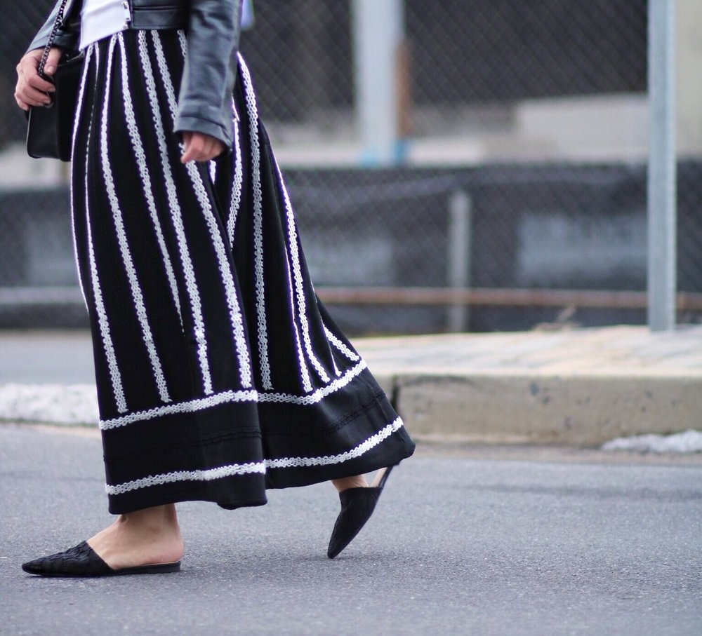 close-up knit maxi skirt with lace flat mules