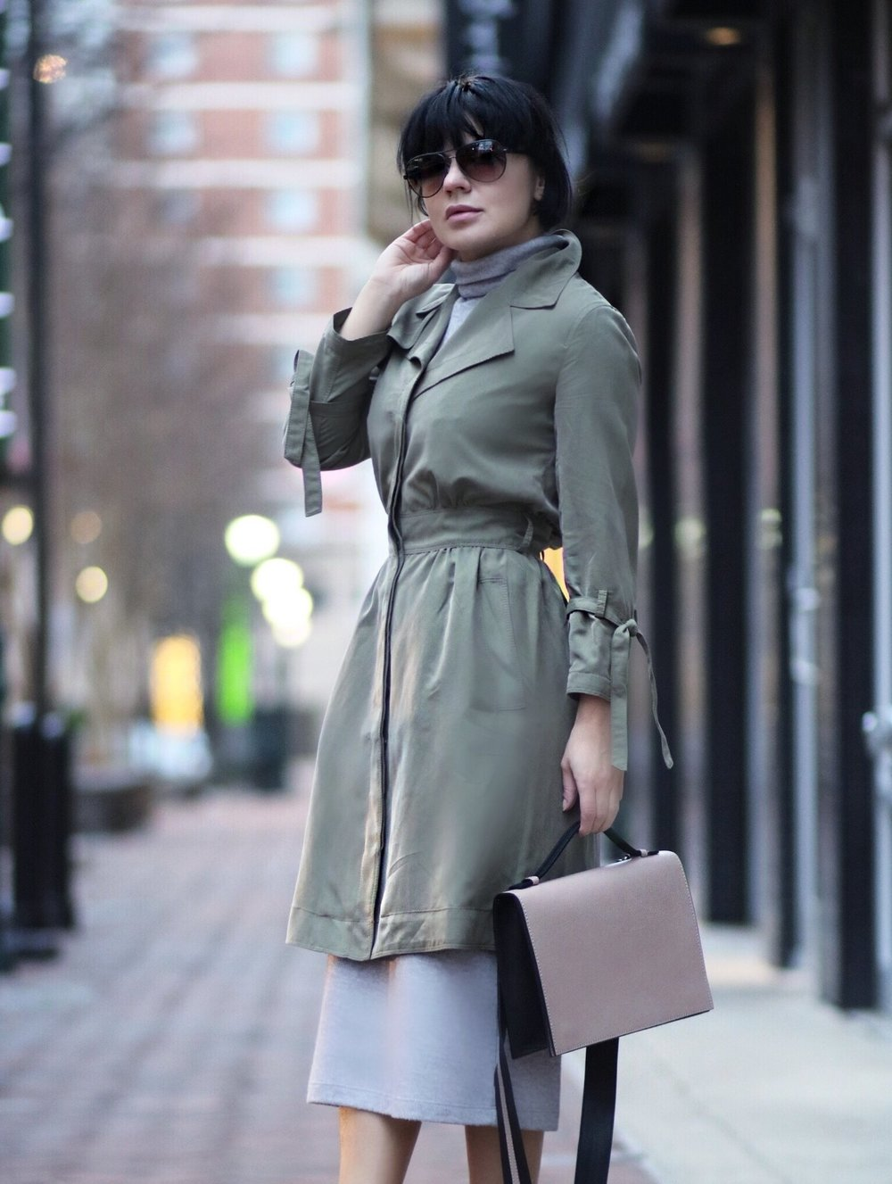 closeup trench dress streetstyle petites