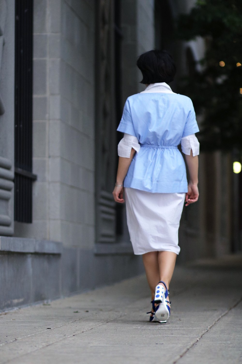 blogger style view back white blue outfit