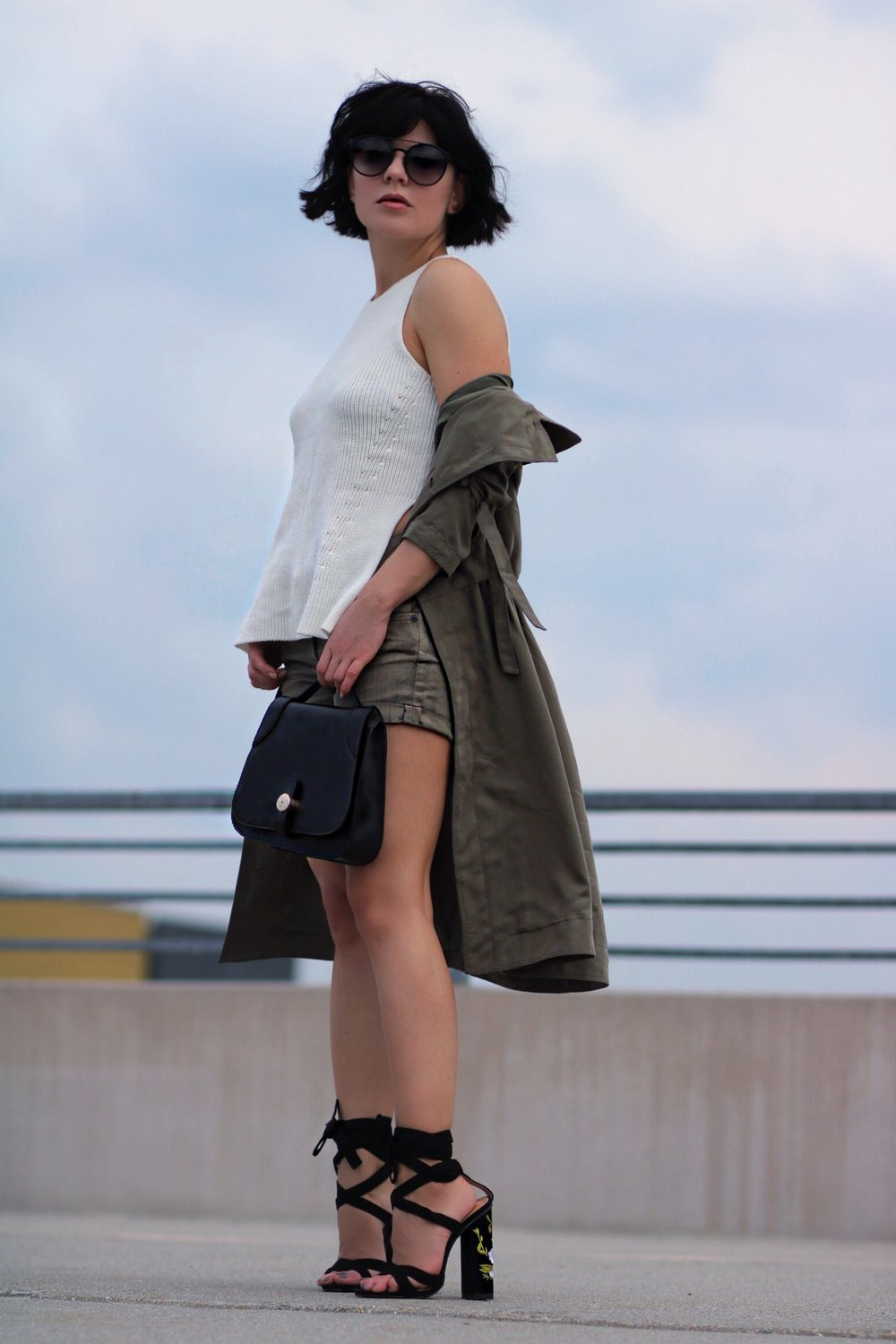 blogger style olive shorts outfit